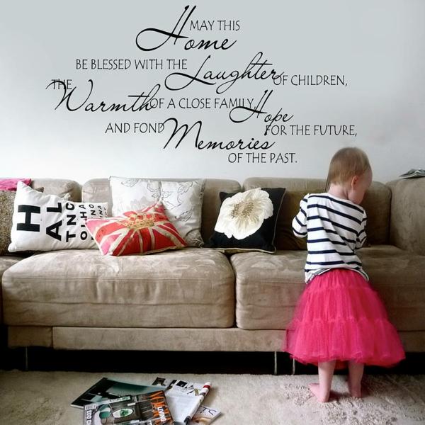 wandsprüche tolle wandgestaltung wohnzimmer sofa dekokissen
