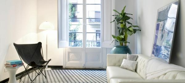 wohnzimmer zimmerpflanze weißes sofa schwarzer sessel