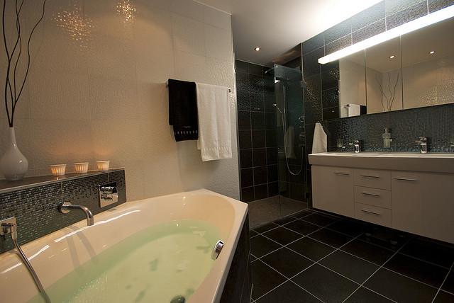 walk in dusche ist edel und bringt viele vorteile. Black Bedroom Furniture Sets. Home Design Ideas