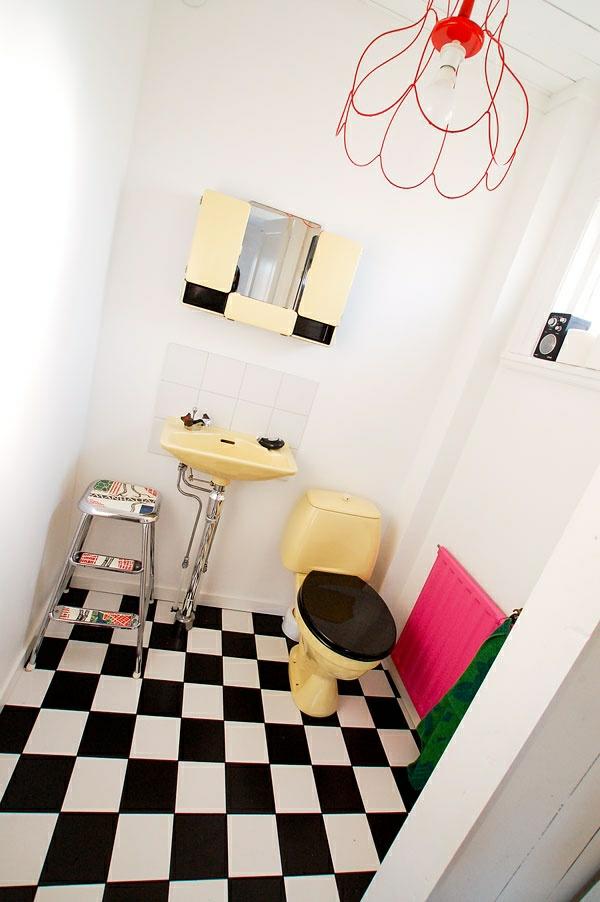 badezimmergestaltung ideen 50er jahre stil bodenfliesen schachbrettmuster