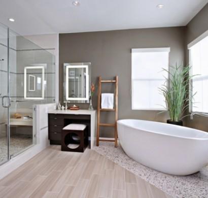 badezimmergestaltung-ideen-modern-freistehende-badewanne-duschwände ...