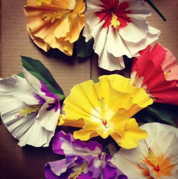 blumendeko papierblumen grelle farben