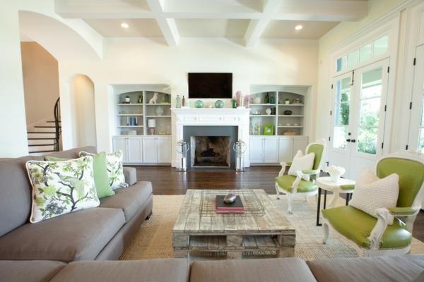 holzpalette kaffeetisch gepolstertes sofa