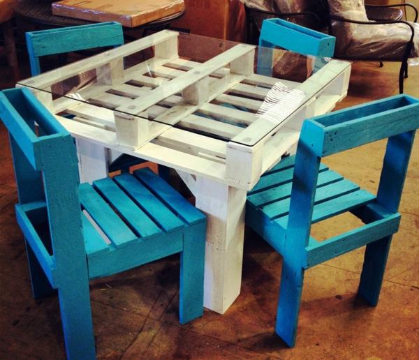 holzpalette weißer glastisch esstisch stühle