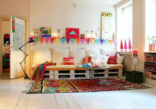 holzpalette weißes sofa bunte farben dekoration