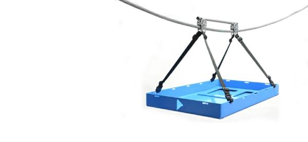 fahrradanhänger blaues tablett seil