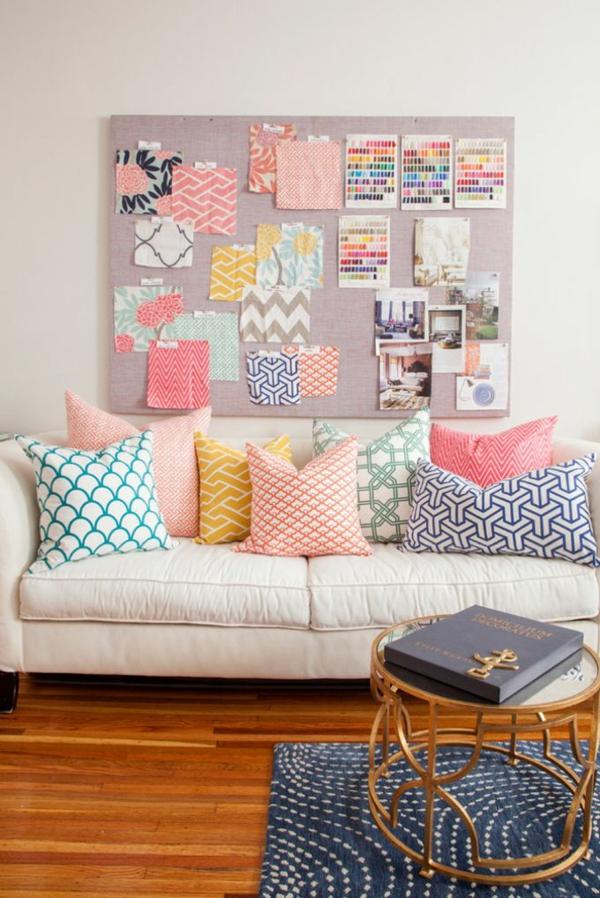 farbgestaltung wohnzimmer wandfarbe weiß farbideen gemusterte dekokissen