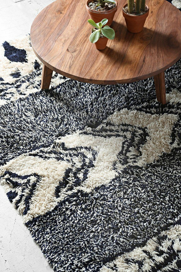 fell teppich feuer im kamin muss der winter eigentlich. Black Bedroom Furniture Sets. Home Design Ideas