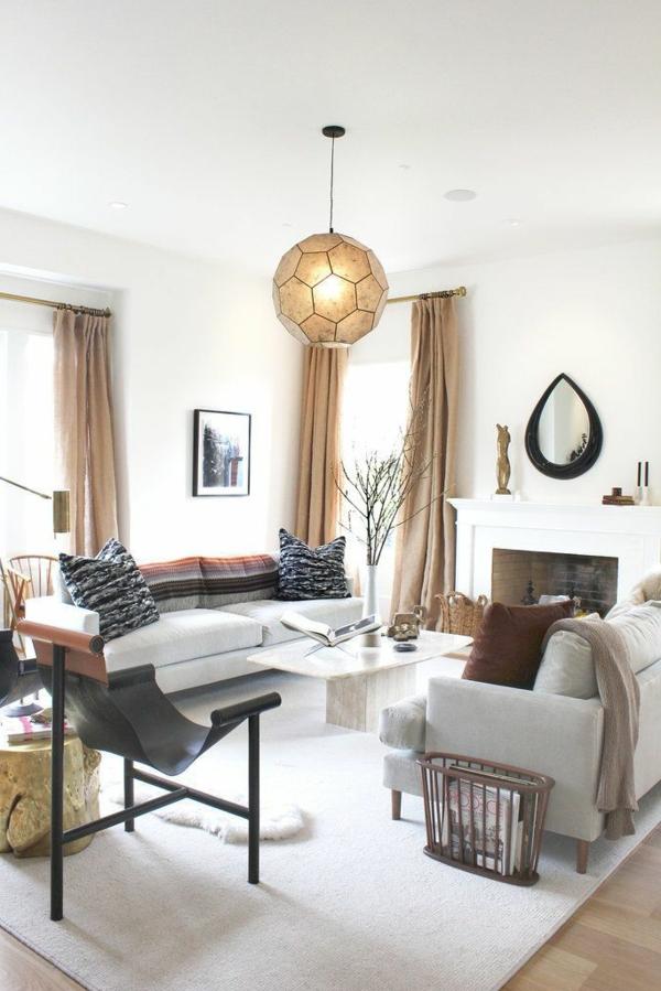 fell teppich weiße decke wohnzimmer kamin wandspiegel