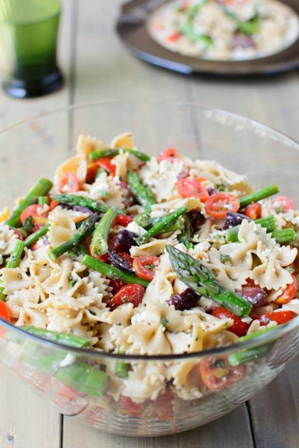 frühlingsrezepte frühlingsgerichte nudelsalat mit spargel