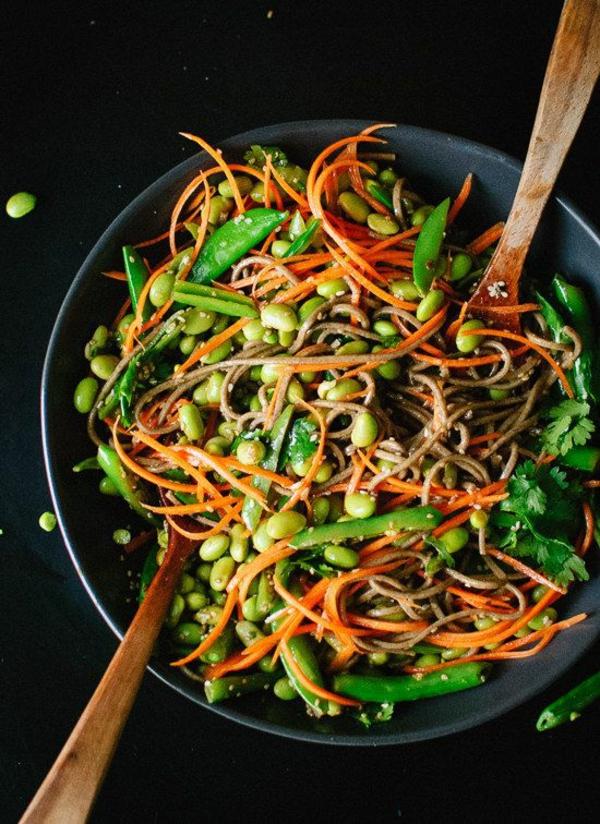 frühlingsrezepte gerichte mit gemüse möhren erbsen petersilie