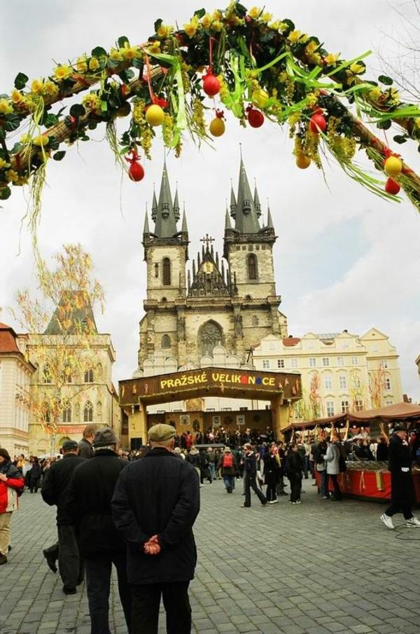 frohe ostern europäische traditionen prag straßendekoration