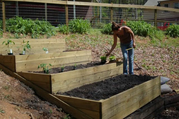 garten am hang anlegen und schöne hangbeete bepflanzen, Gartenarbeit ideen