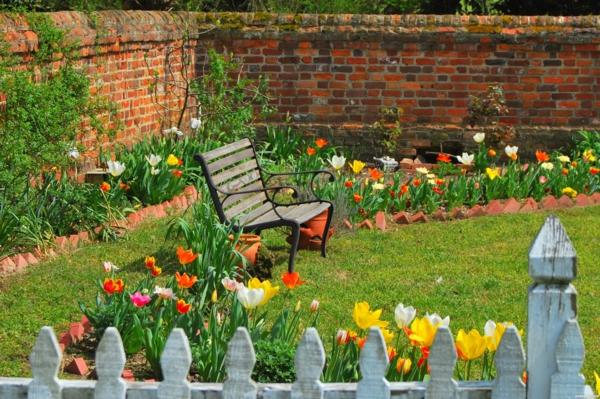 gartenpflege bank tulpen bunt zaun
