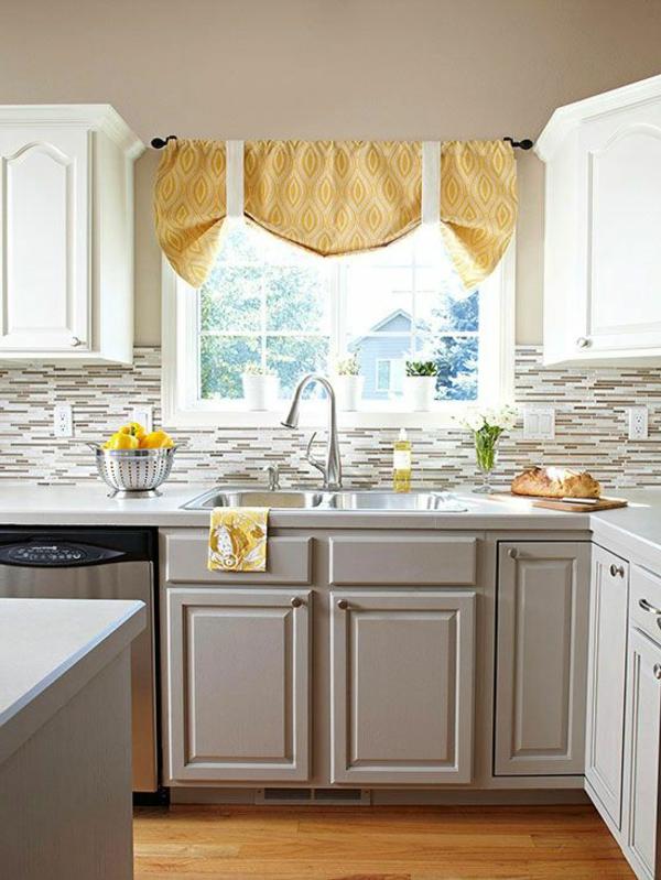 küche dekorieren gelbe gardinen küchenrückwand