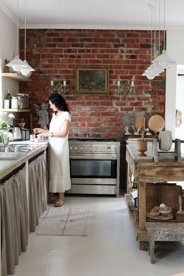 küche einrichten akzentwand rote ziegelwand pendelleuchten