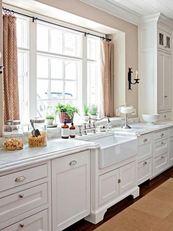 küche gardinen elegantes muster weiße schränke