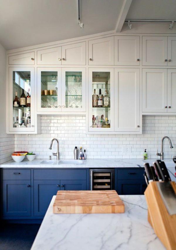 küche gestalten blaue küchenschränke weiße wandflisen