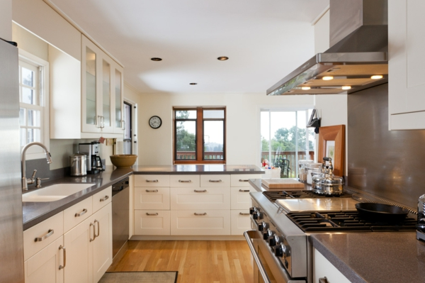 küche gestalten helles design holzboden