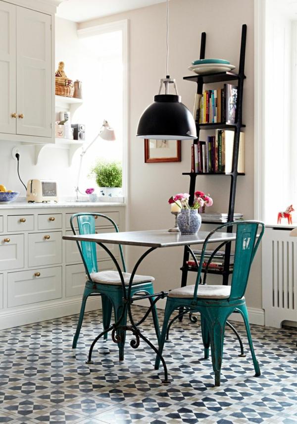 küche gestalten vintage stil grüne küchenstühle weiße küchenschränke