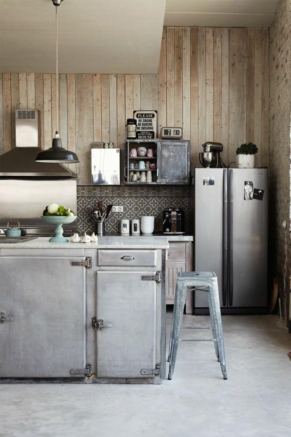 küche wandgestaltung holzpaneele ziegelwand graue kücheninsel
