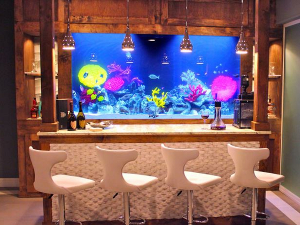 küchendesign aquarium integrieren barhocker hängelampen