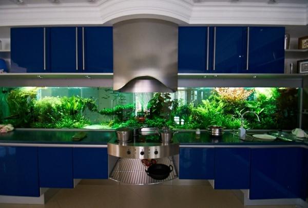 küchendesign blaue küchenschränke küchenrückwand aquarium
