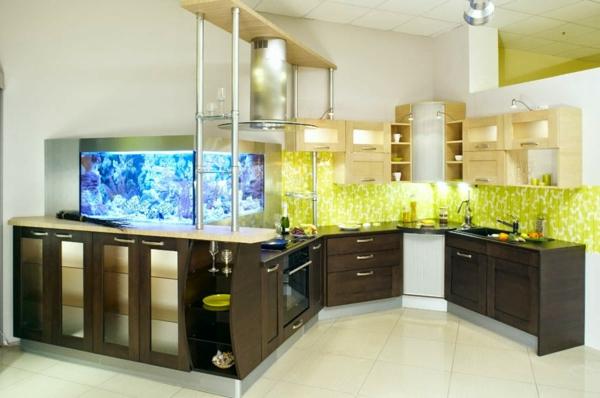 küchengestaltung braune küchenschränke aquarium küchenrückwand