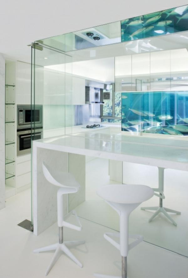 küchengestaltung dekoideen fische aquarium weißes interieur
