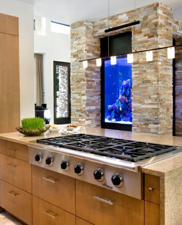 küchengestaltung ideen deko steinwand aquarium integrieren