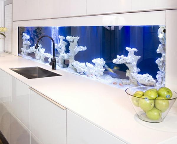 küchengestaltung ideen weiß aquarium integrieren