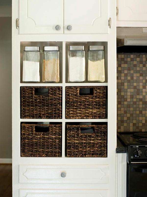 kleine küche einrichten einrichtungstipps aufbewahrungsbox rattan