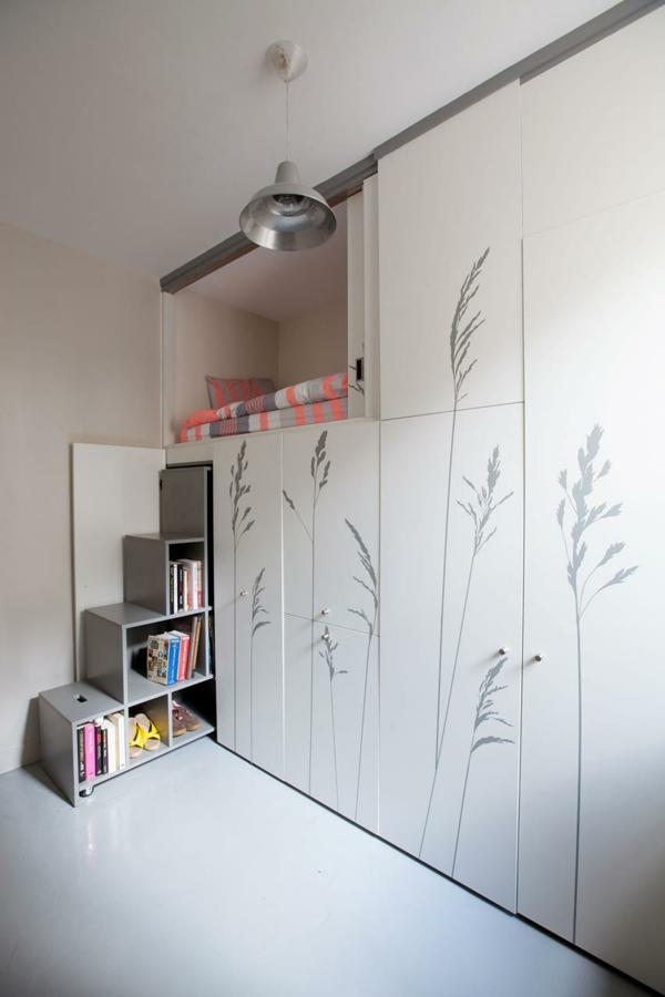 kleines apartment einrichten kleiderschrank eingebaute treppe