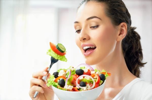 leckeres gesundes essen frisches gemüse salat essen