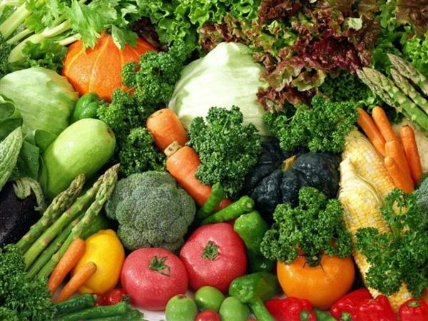 leckeres gesundes essen frisches gemüse spargel salat frühlingsobst