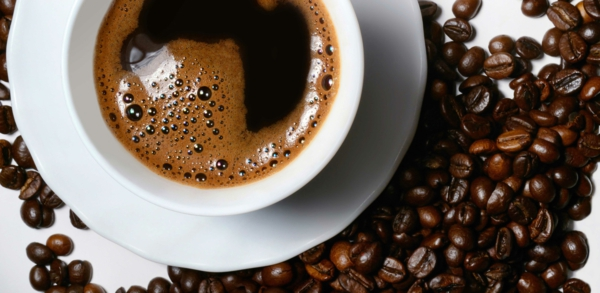 leckeres gesundes essen getränke kaffe trinken