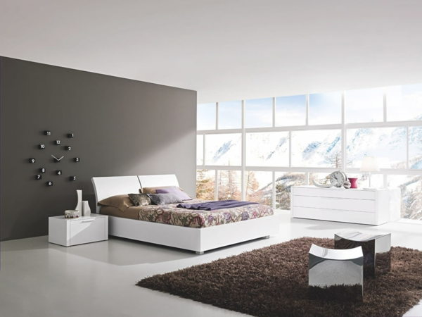 moderne wandfarben weiße möbel abstrakte wanduhr