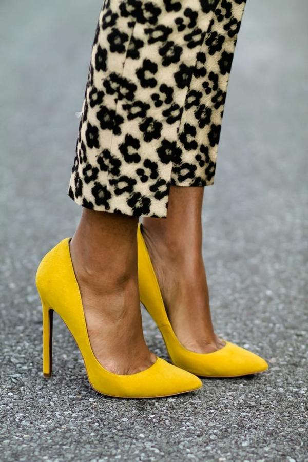 neue modetrends  schlanke figur absatzschuhe gelb styling tipps