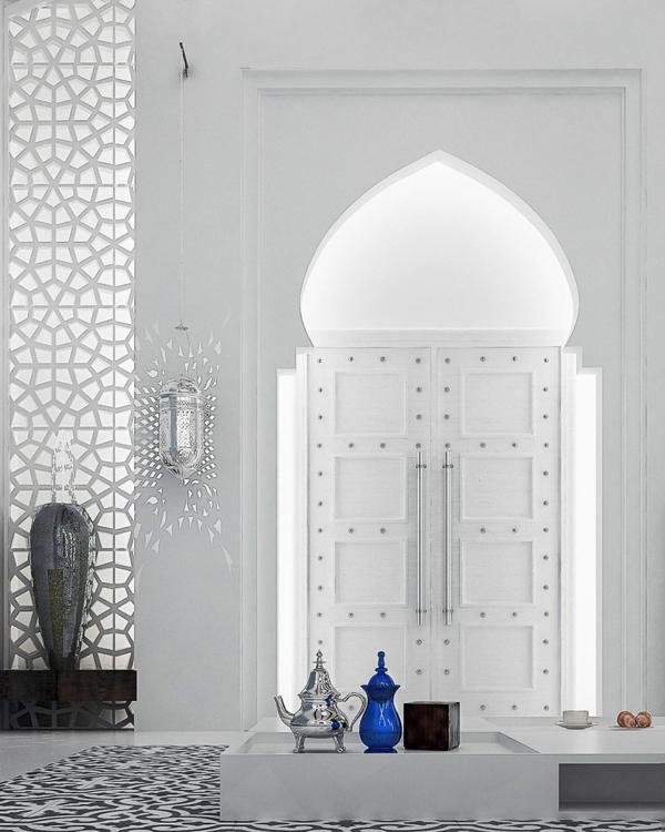 orientalische ornamente eingangstür silberne laterne