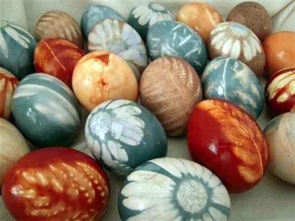 ostereier basteln dekorieren natürlicher farbstoff