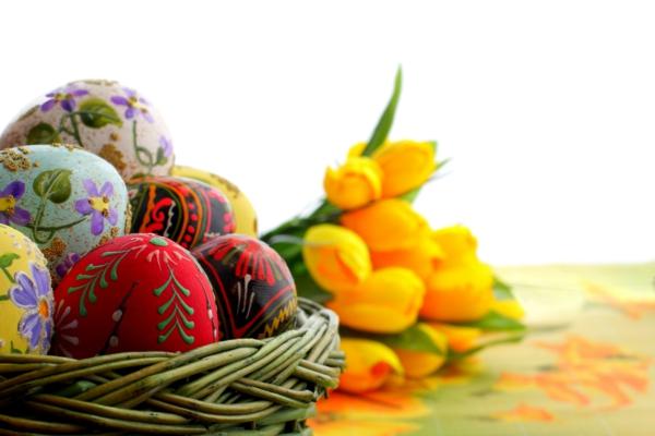ostereier dekorieren ostern bastelideen farbig tulpen