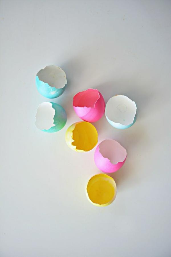 osterkerzen eierschalen gefärbt bunt