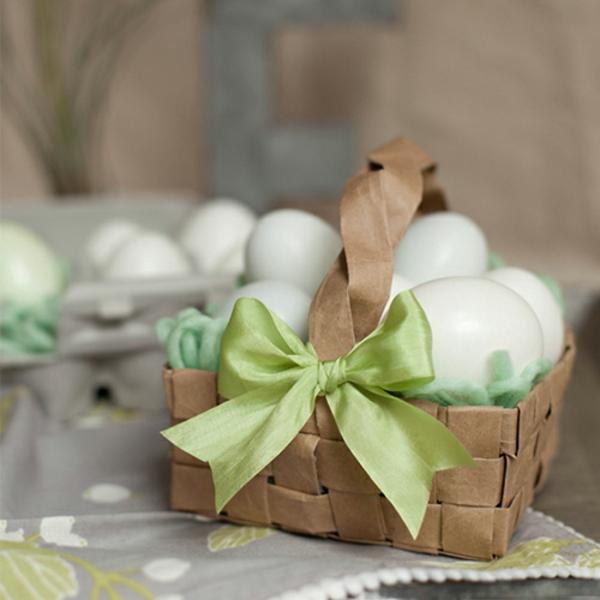 osterkorb basteln osterkörbchen falten aus pappe grüne deko schleife