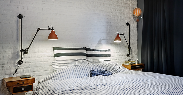 penthousewohnung retro nachttische weiße ziegelwand