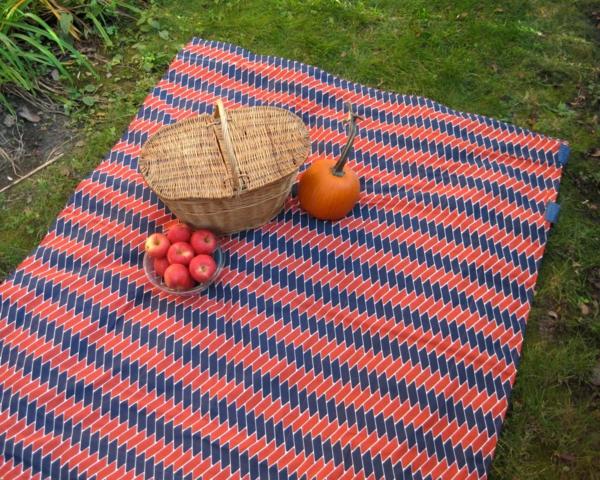 picknick decke muster zig zag rot blau