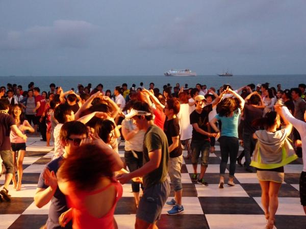 salsa musik hören tanzen festival meer