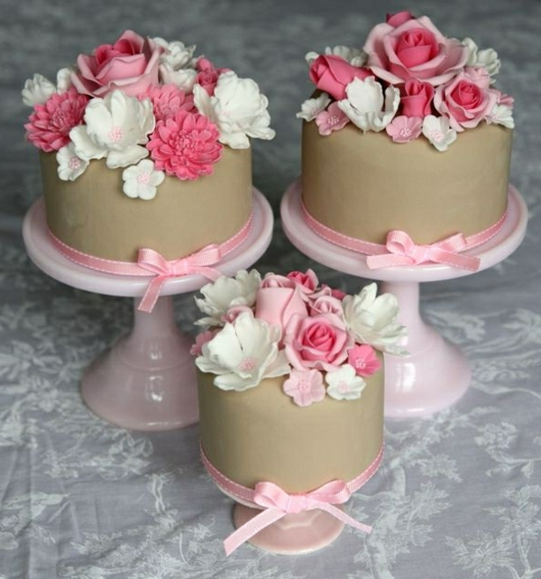 schöne mini kuchen blumen verzieren