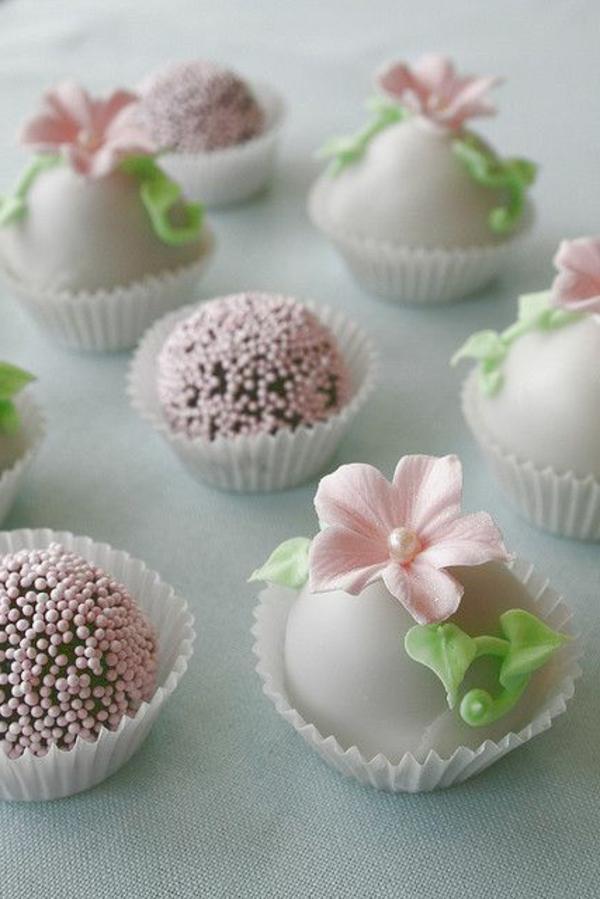 schöne mini kuchen dekorieren blumen