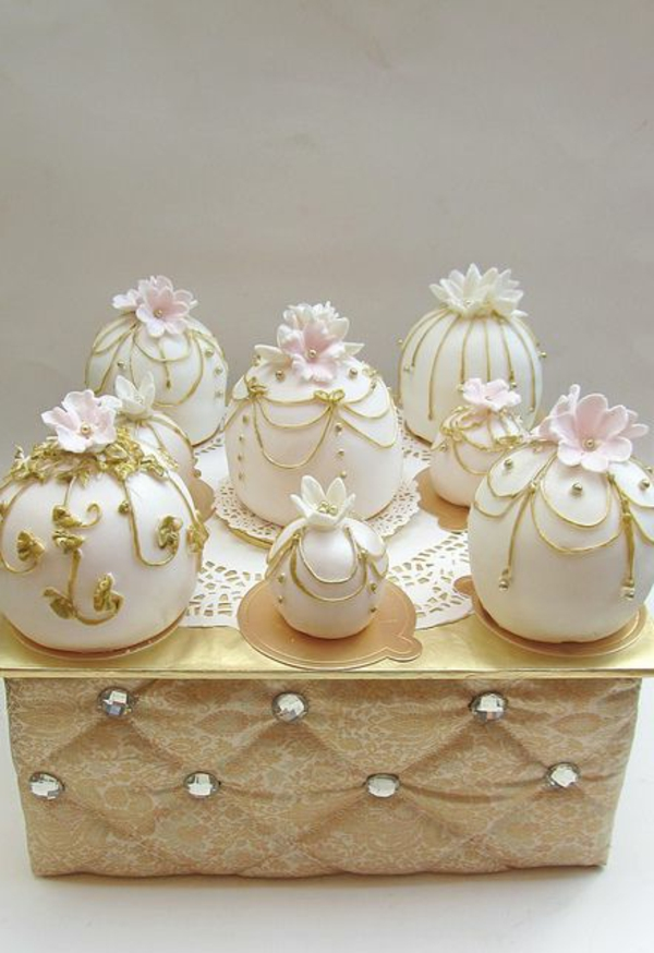 schöne mini kuchen hochzeit gold blumen