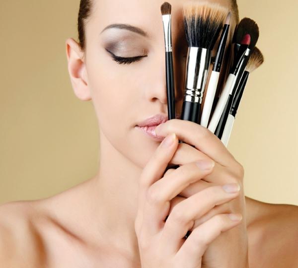 schminktipps augen lippenstift schminkpinsel